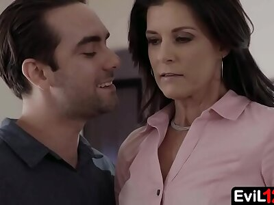 Amazing stepmom enjoys passionate sex regarding powered stepson