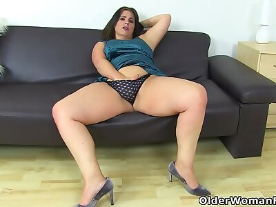 Curvy milf Montse Swinger fucks will not hear of pussy back a dildo