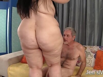 Pretty BBW Becki Butterfly gets her pussy fucked in favour